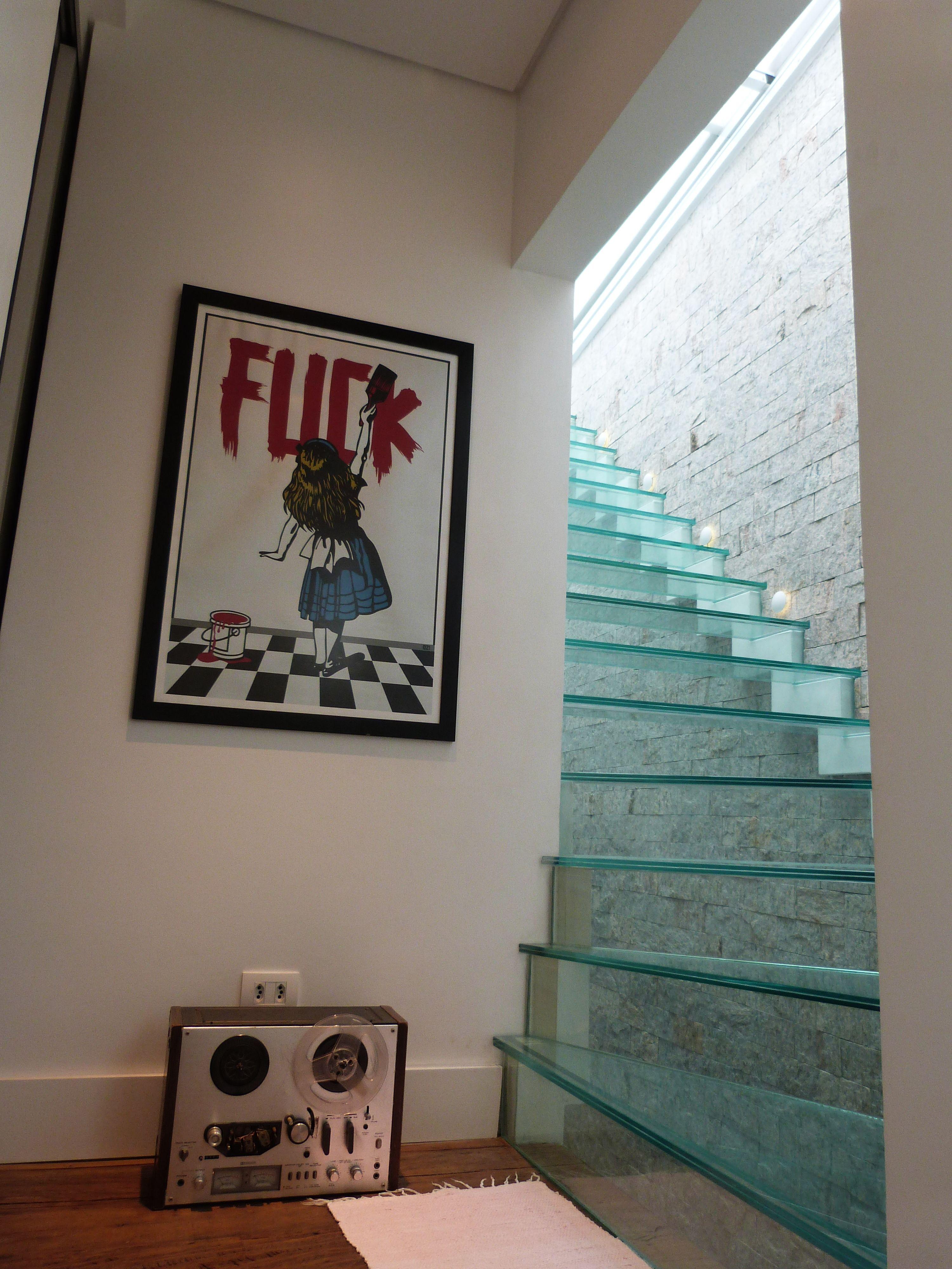 Projeto do escritório Bel e Tef Atelier da Reforma - Refúgio do Artista - Escada de vidro