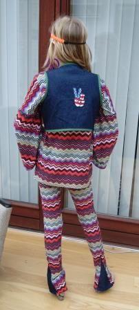 Karoline skulle være hippie til fastelavnsfest og det blev til dette kostume.