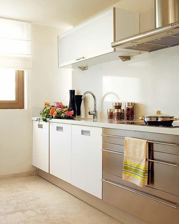 Cocinas con color combinar encimeras muebles y revestimientos revestimiento frentes de - Combinar colores paredes y muebles ...