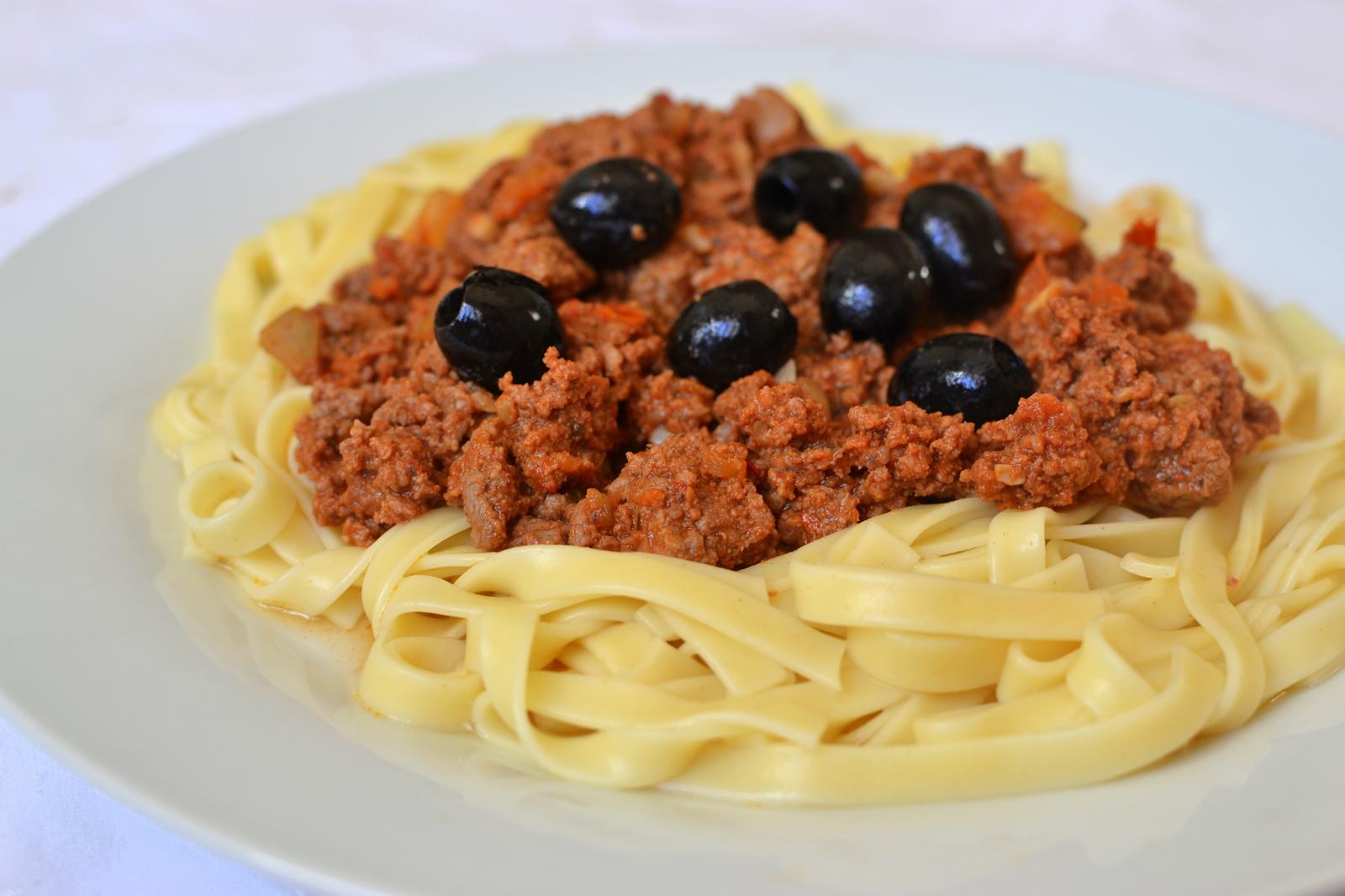 Palavras que enchem a barriga: Fettucine alla puttanesca (com carne)