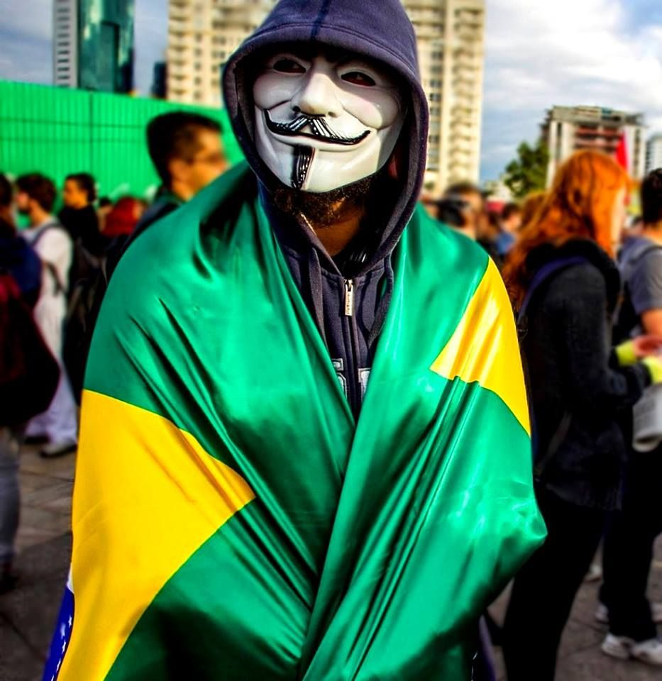 If you're curious about what is truly happening in Brazil, read it! http://dozng.tumblr.com/post/53242891514/if-anyones-curious-knows-about-whats-happening-in  #protests #brazil #ogiganteacordou #revolution