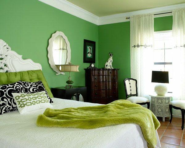 wandfarben-muster-grüne-farbschemen-im-schlafzimmer-ovaler spiegel - spiegel für schlafzimmer