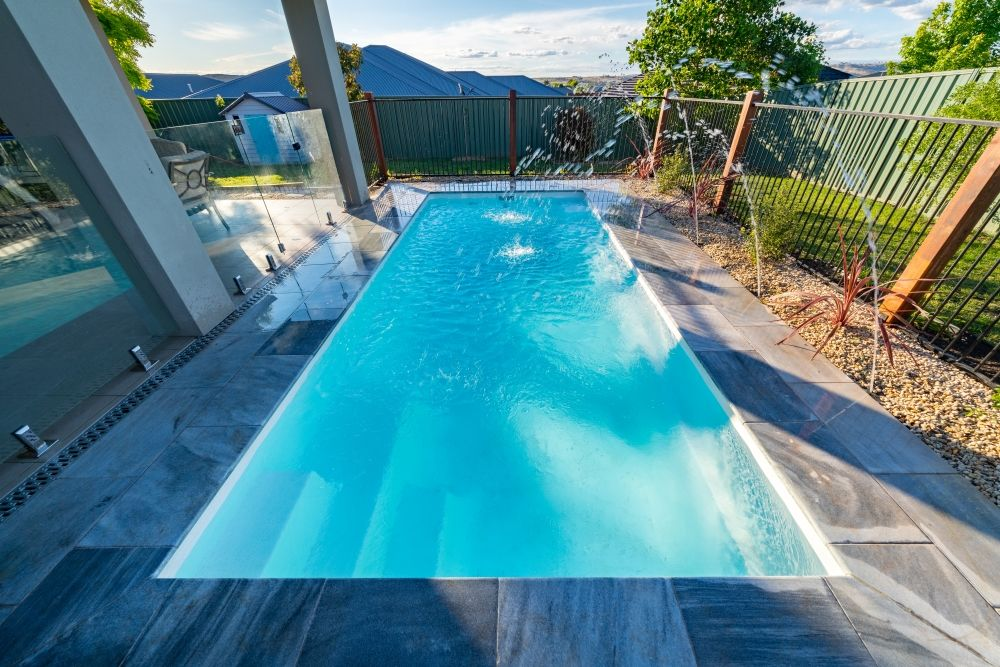 Madeira By Narellan Pools: Whitehaven Pearl Water Feature