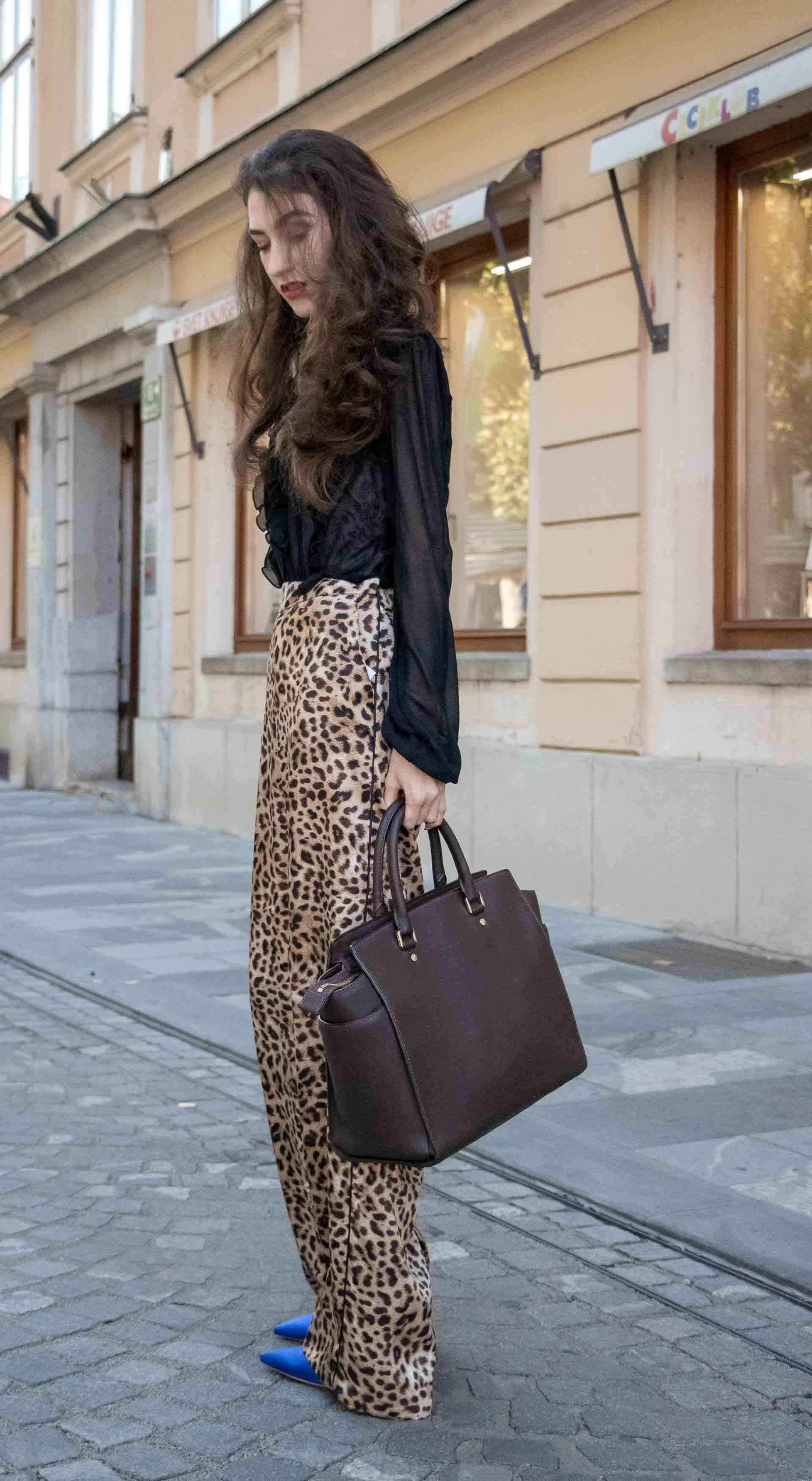 Fashion Blogger Veronika Lipar Of Brunette From Wall Street Sharing How To Look Professional In Leopard Print Pants Fashio Fashion Street Style Korean Fashion