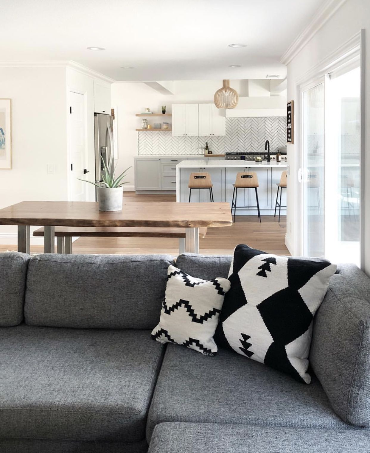 P I N T E R E S T Kristaoezer Home Small Living Room Living Room Decor Apartment