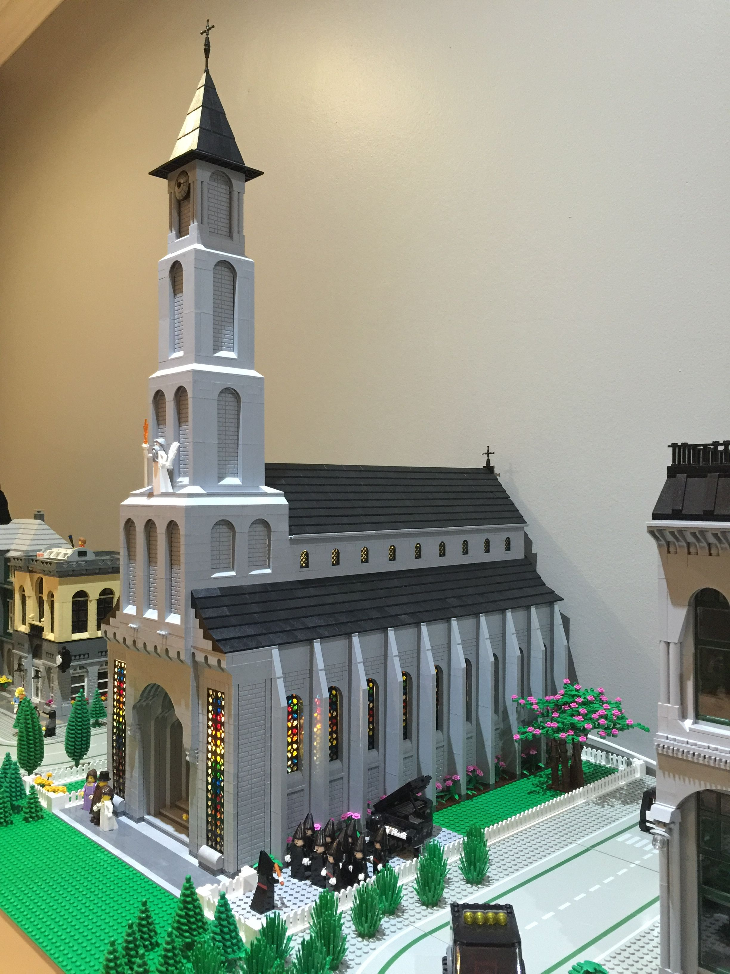 Lego Church With Stained Glass Windows And Choir Lego House Lego Architecture Lego Worlds