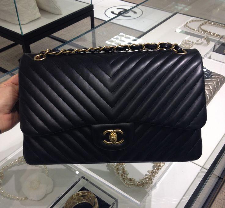 d543e8bc9a9a Chanel Black Chevron Flap Medium Bag