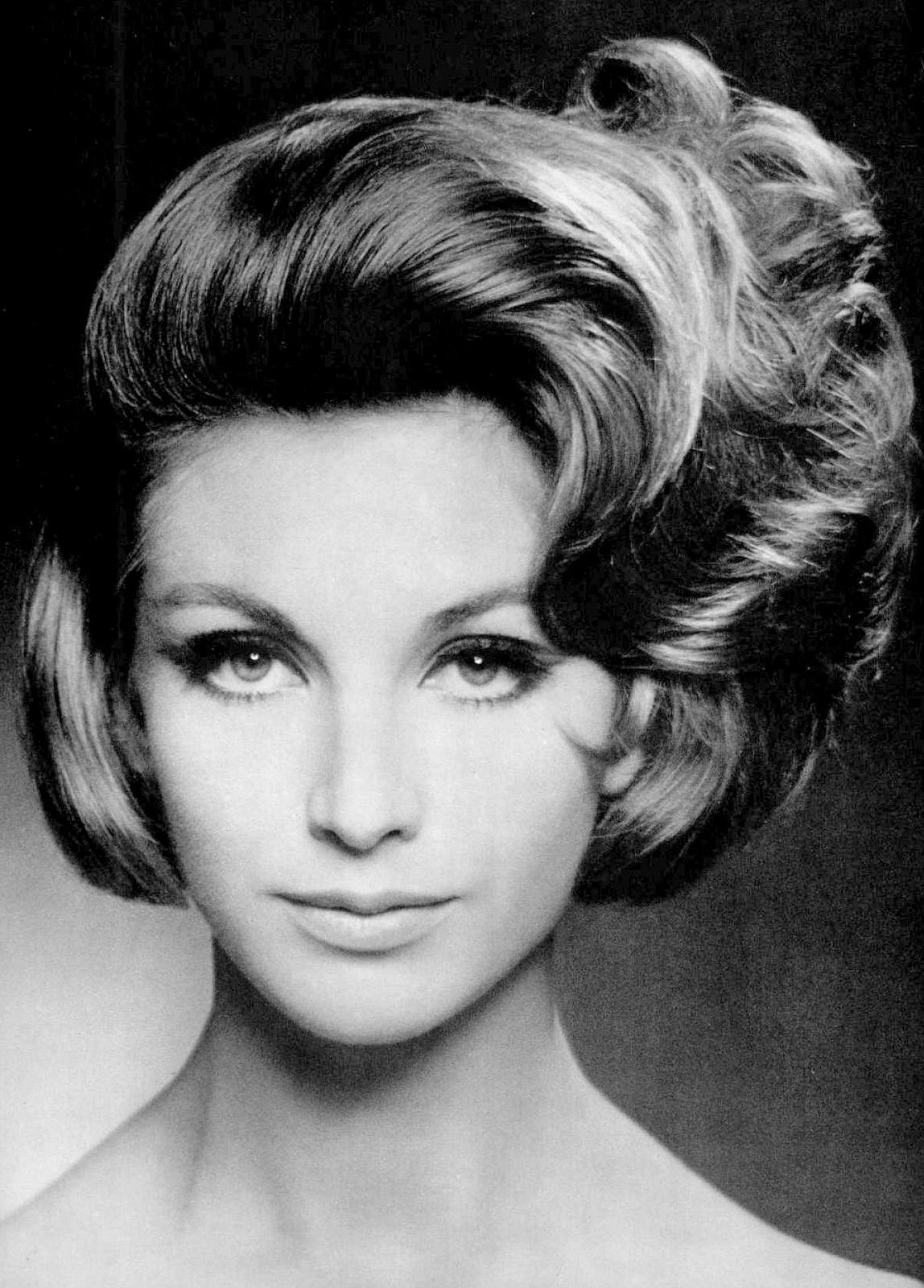 Model S Coiffure By Guillaume Photo By Pottier 1961 Vintage Waves Hair Vintage Hairstyles 1960 Hairstyles