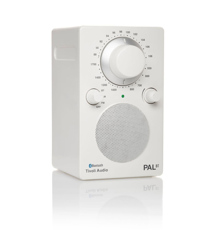 Das Model Pal Bt Radio Von Tivoli Audio Ist Ein Tragbares Radio Durch Den Spritzwasserschutz Ist Es Als Badezimmerradio Gut Einsetzbar Durch Die Kleinen Masse Und Lange Akkulaufzeit Kann Man Es Uberall