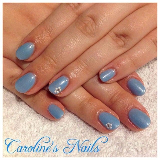 Simple Dot Flowers Nail Art By Caroline X Carolines Nails Pinterest