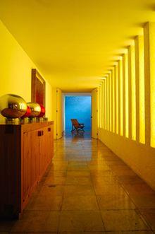 luis barragan yellow pinterest combinaisons de couleurs rev tement mural et revetement. Black Bedroom Furniture Sets. Home Design Ideas