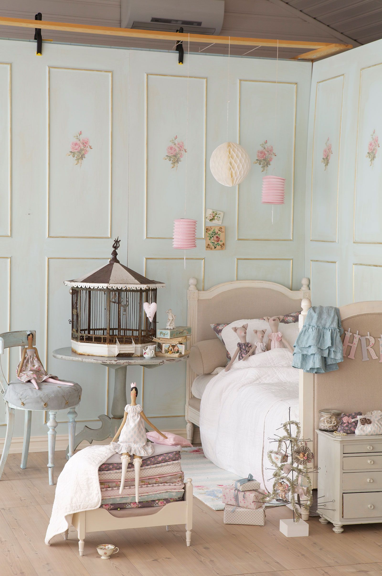 Girls bedroom the walls are soft teal and decorated with for Room decor ideas rose gold