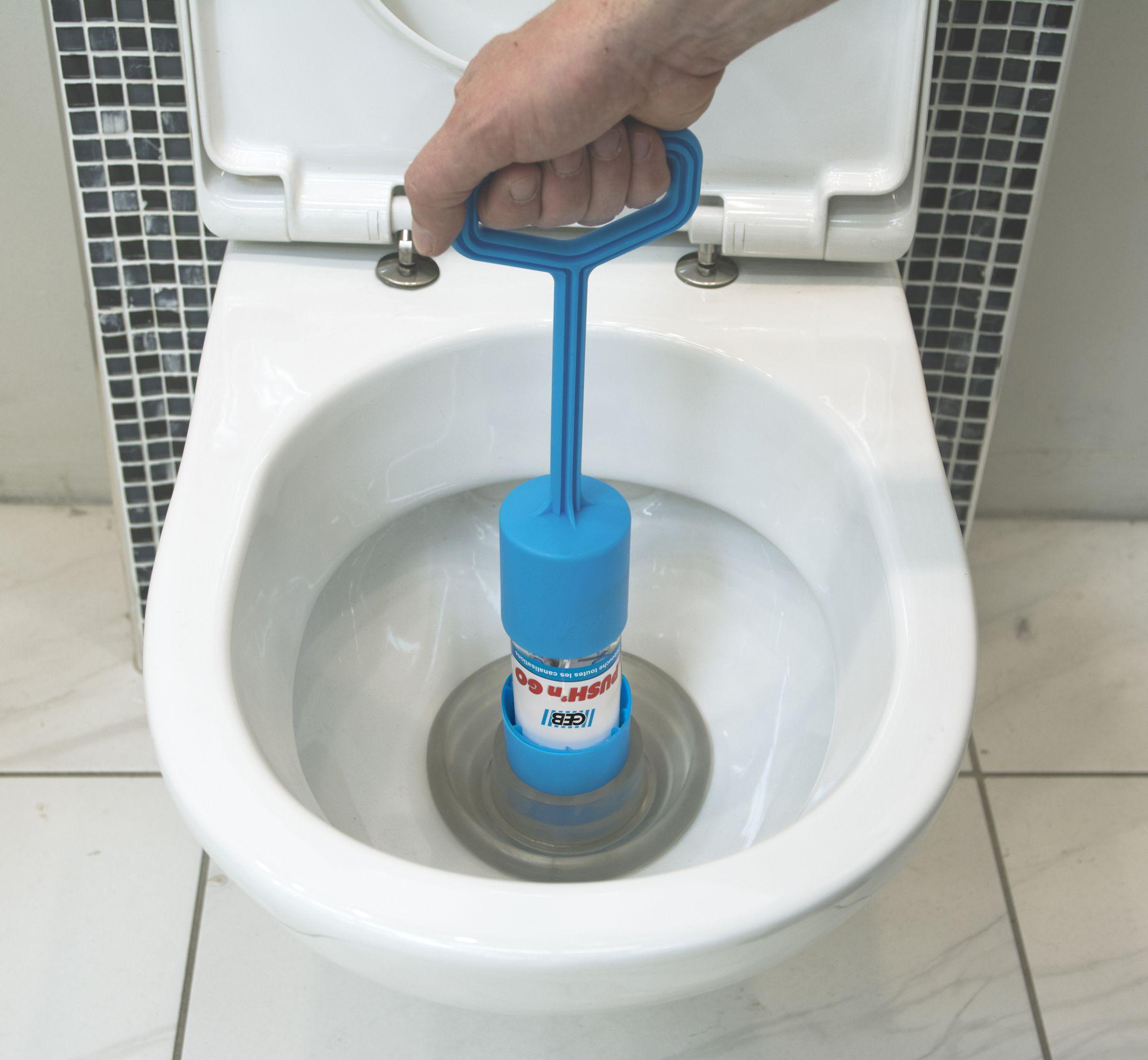 Deboucher Les Toilettes Rien De Plus Simple Avec Le Nouveau Kit Deboucheur Push N Go De Geb Deboucheur Toilettes Deboucheur Deboucher Toilette Toilettes