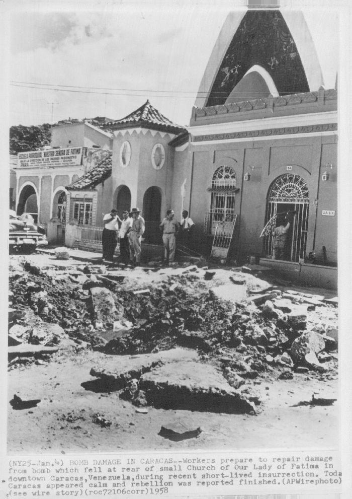 BOMBARDEO EN CARACAS