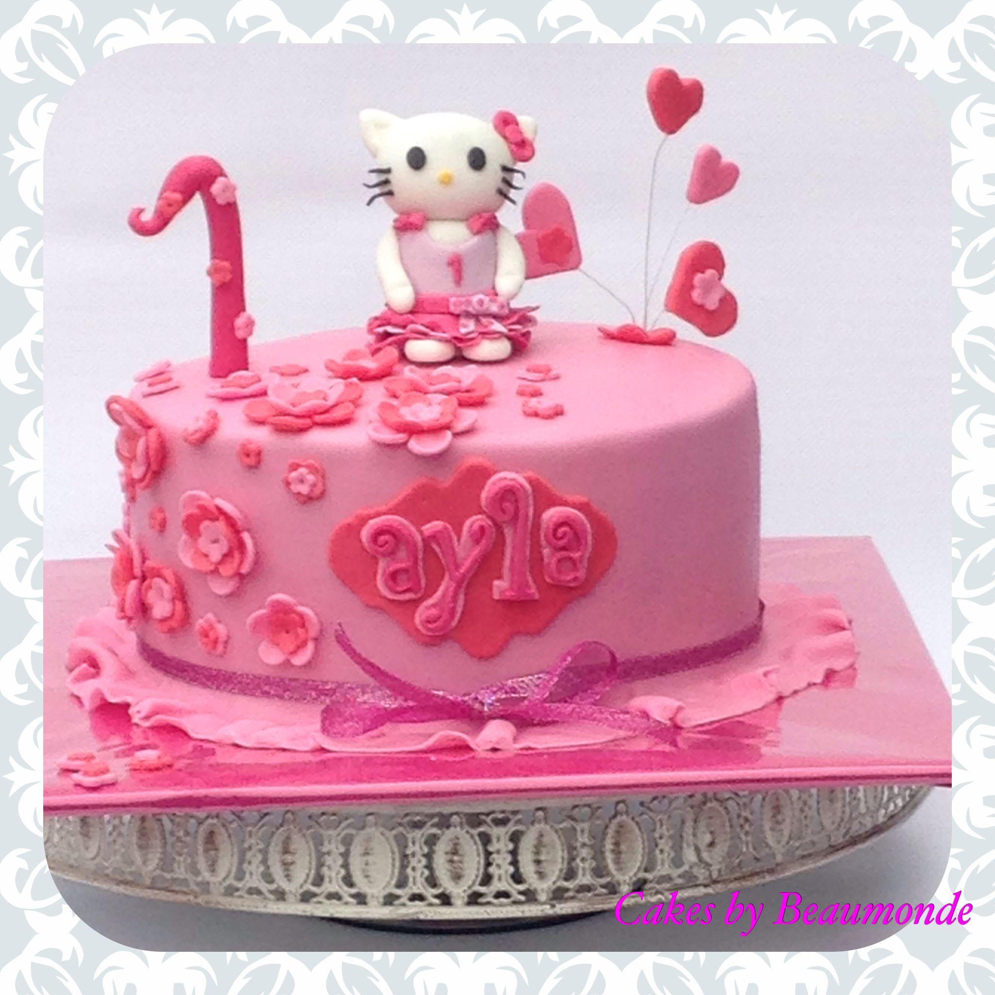 Hello Kitty Taart. De Kleertjes Van Hello Kitty Zijn Hetzelfde Als De Kleertjes Van De Jarige