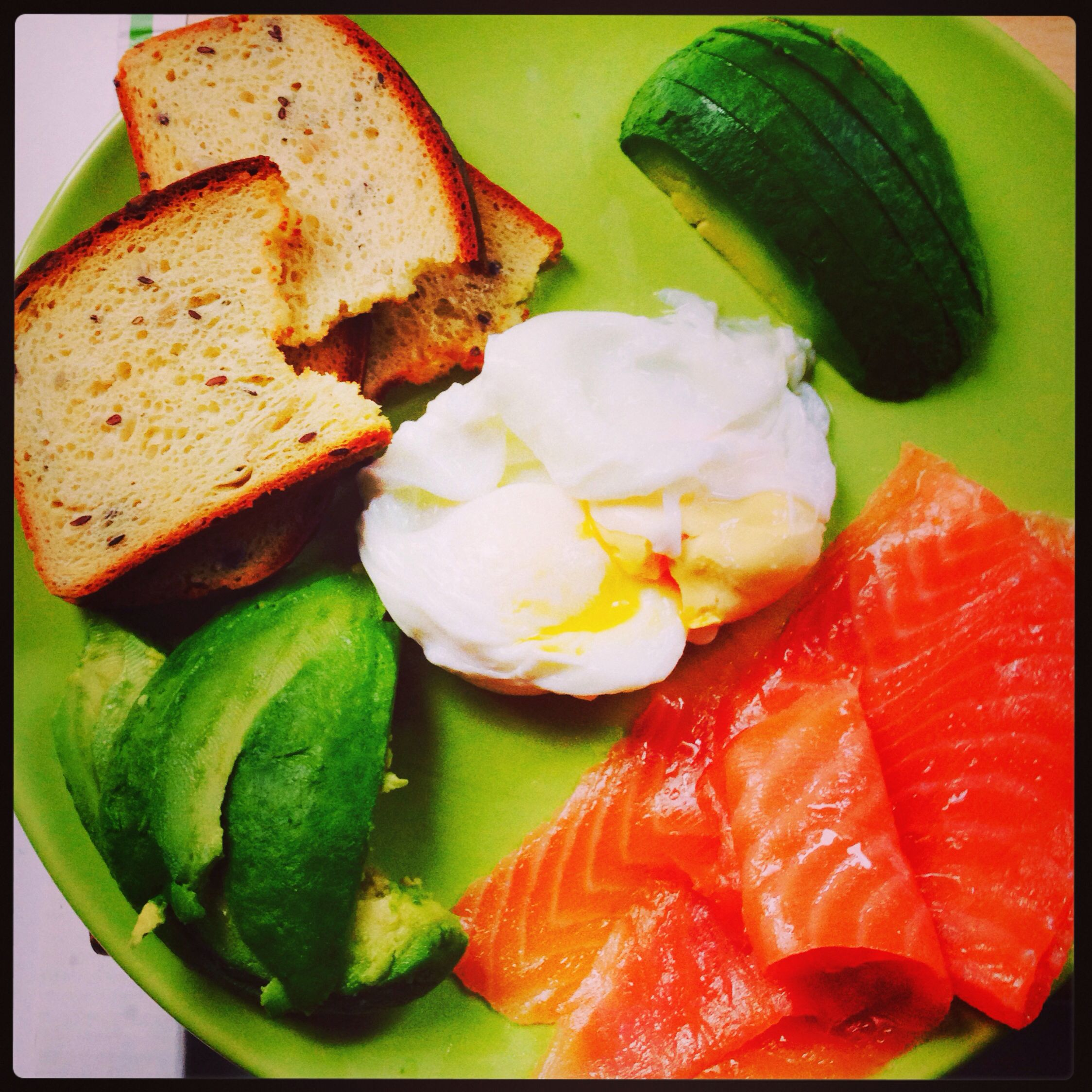 Healthy lunch: poached eggs with avocado and smoked salmon love it!!