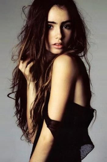 Messy hair, don't care! Lily Collins is my complete girl crush she's just SO gorgeous!