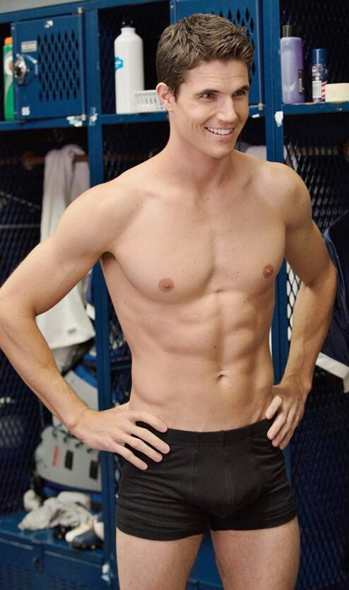 Robbie amell sexy
