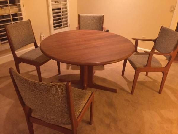 Solid Teak Vintage 1980 Has Leaf Extension Four Upholstered Chairs Excellent Condition Seats 6 Very Comfortably Upholstered Chairs Seating Home Decor