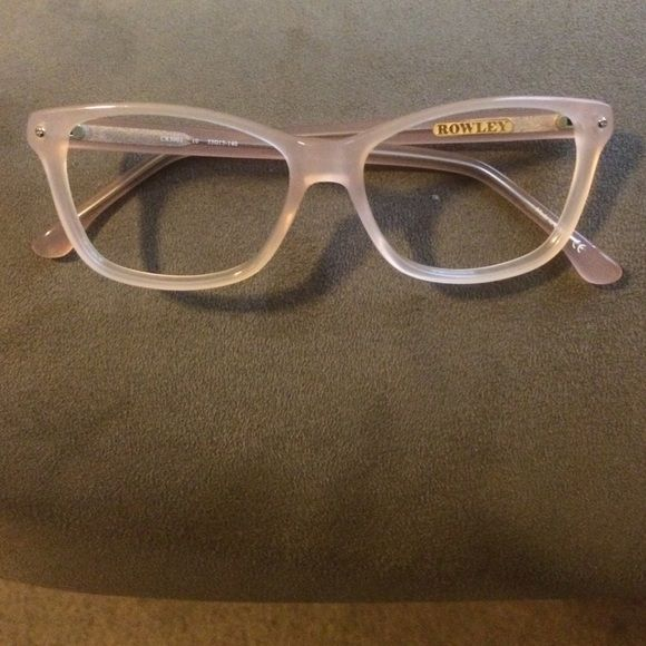 422e4bba8ad2 Beautiful nude eyeglass frames Excellent condition and a wonderful accessory!  Nude   peach eyeglasses by