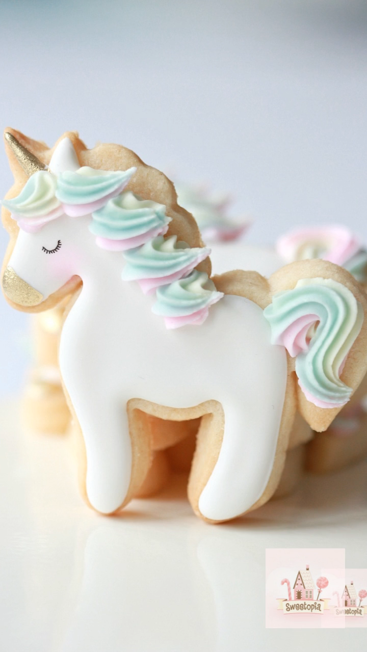 Decorating Unicorn Cookies with Royal Icing #sugarcookies