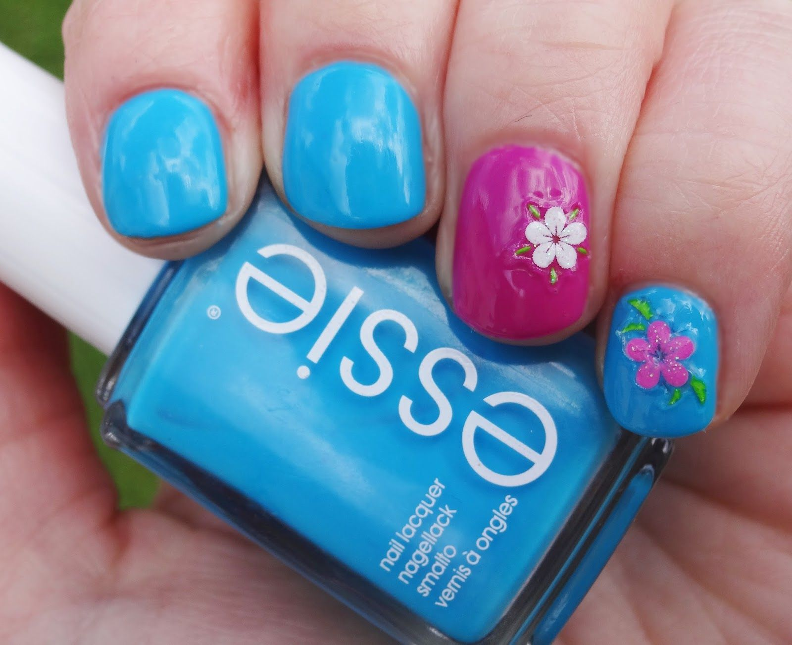 Essie - I'm addicted (in Kombination mit too taboo)