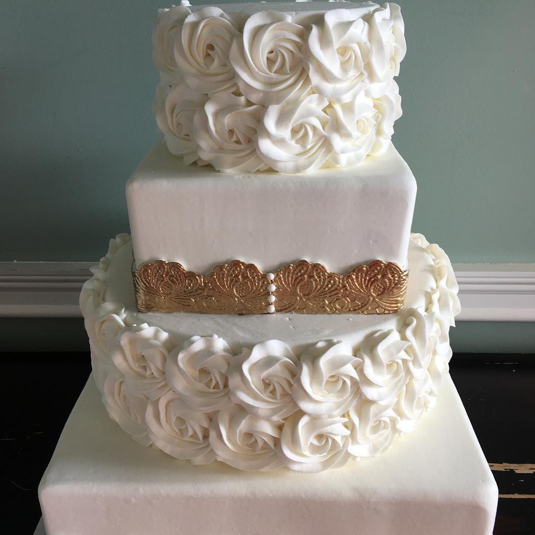 We are loving this simple floral cake design themed cakes by