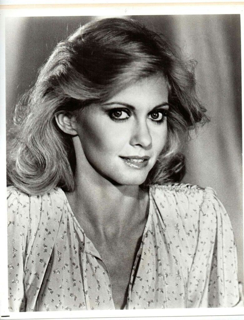 olivia newton-john ~ ♡ beautiful eyes, even in black and