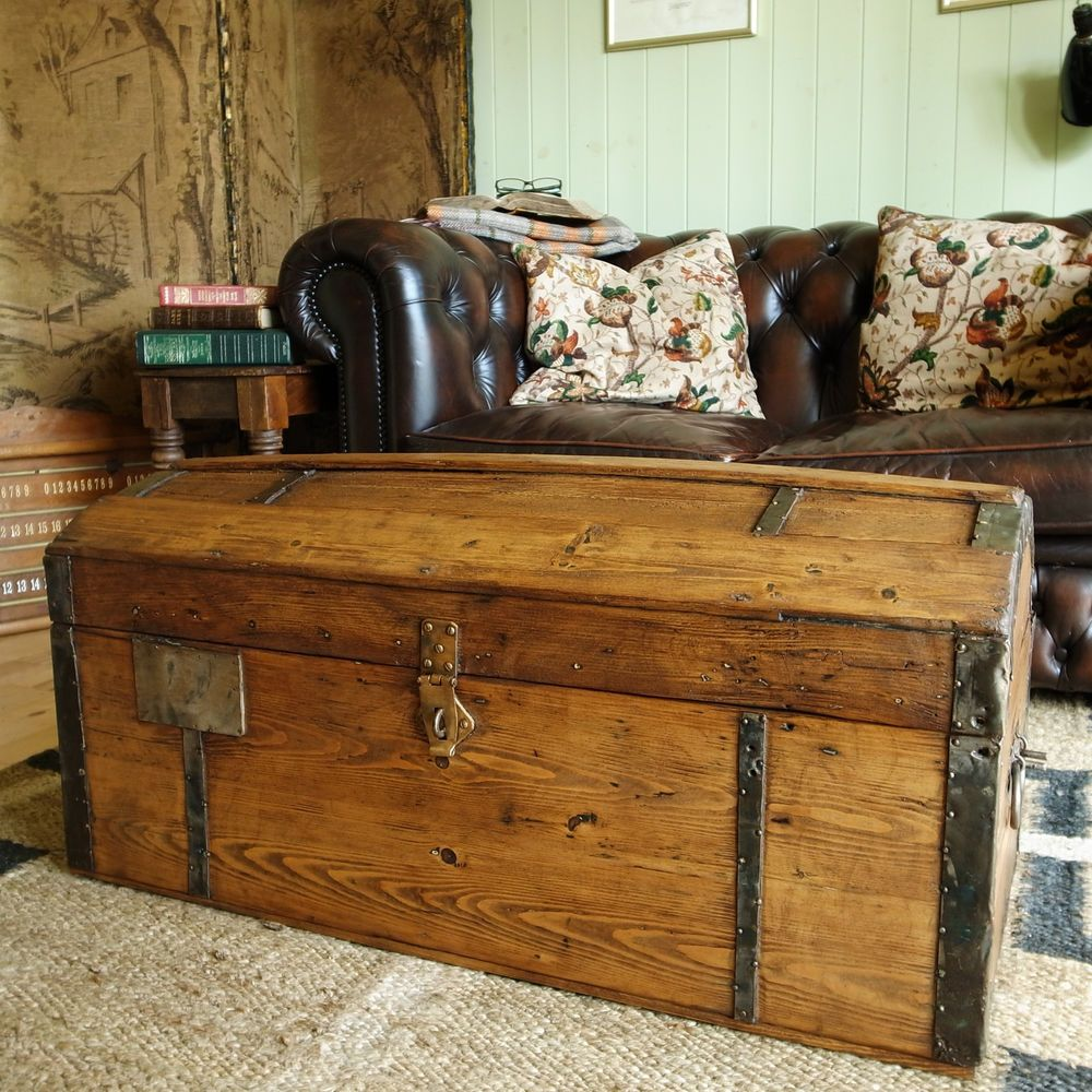 VICTORIAN CARRIAGE TRUNK rustic chest ANTIQUE DOME TRUNK old blanket ...