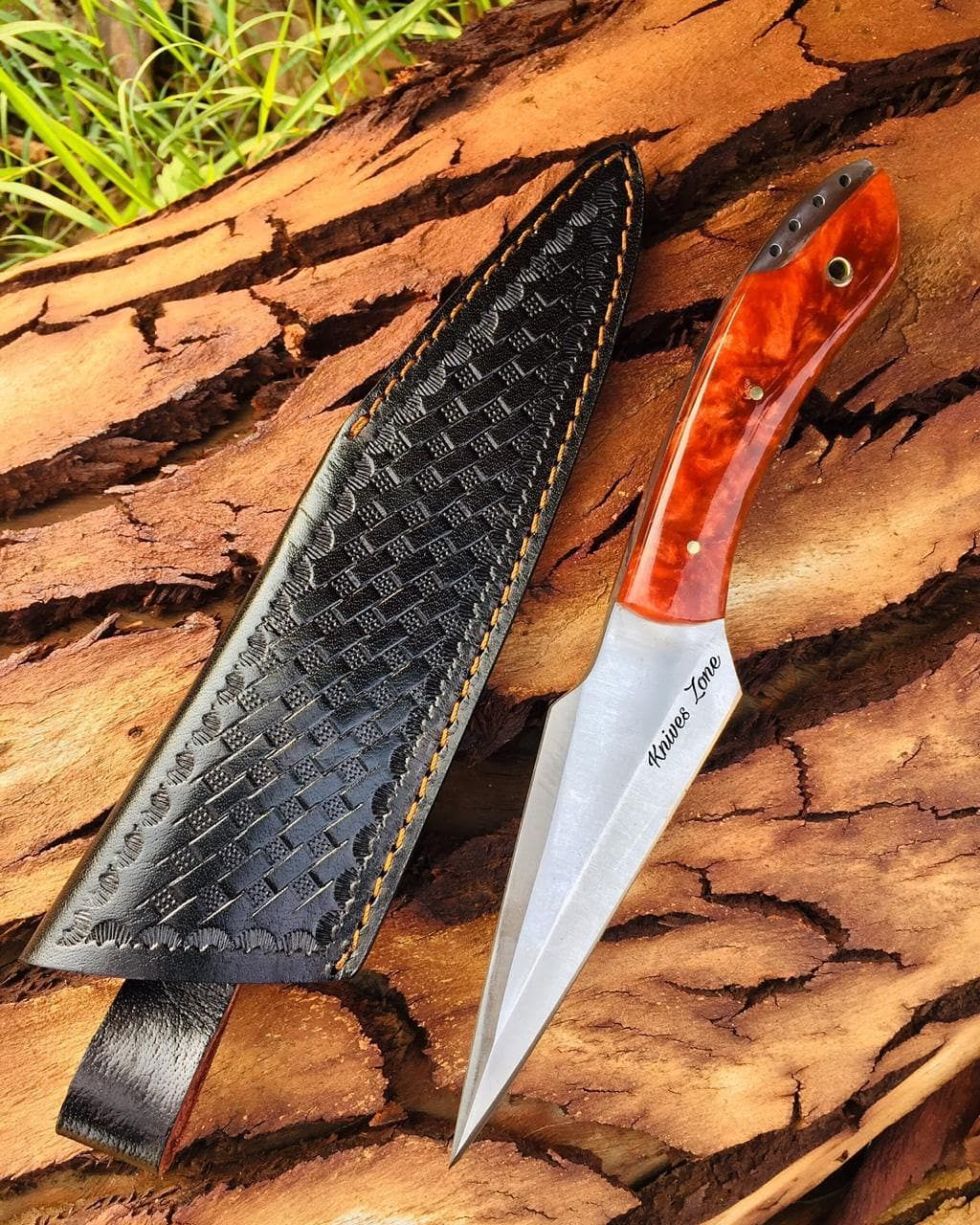 Custom Handmade 1095 Steel Knife With Leather Sheath Handle Material Is Resin Sheet With Brass Pins Razor Sharp Knife And Hol In 2020 D2 Steel Leather Sheath Knife