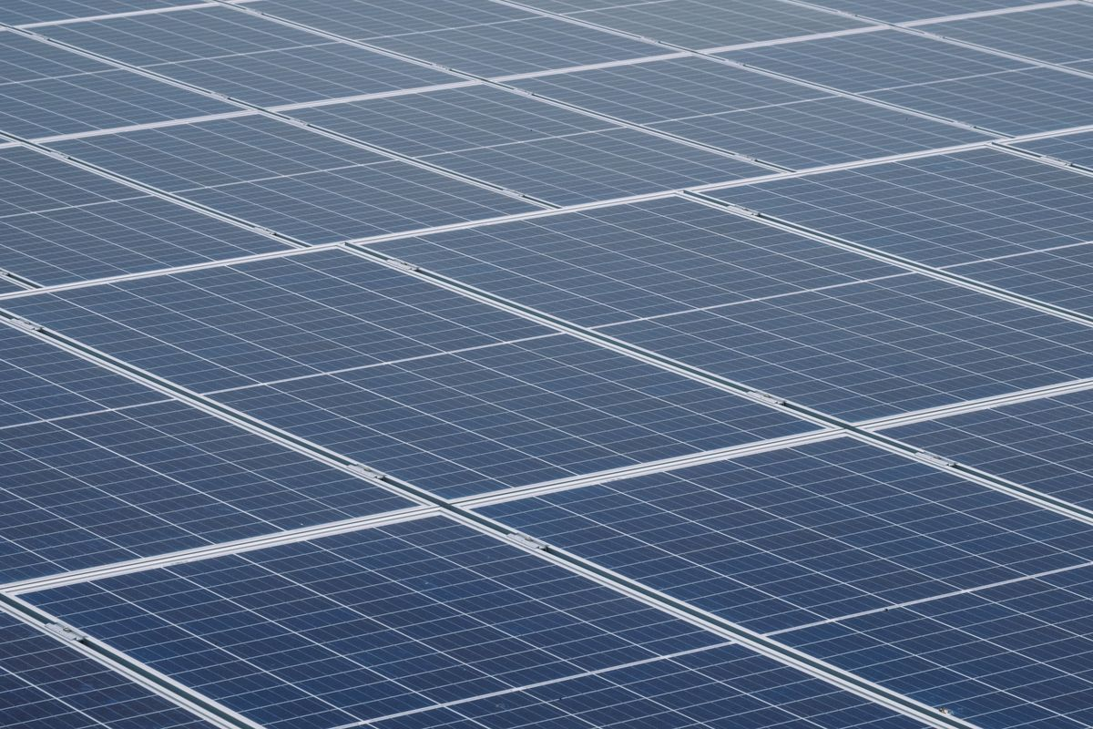Solar Farms Without Subsidy Sprout From Gloomy Britain To Italy Solar Panels For Home Solar Panel Cost Solar Panel Kits