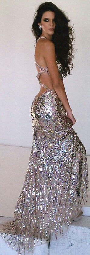 Oh my god... This would be my wedding dress. Forget about tradition.