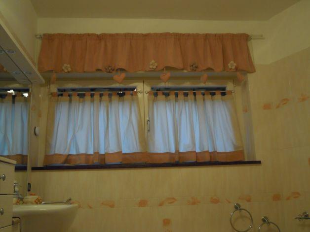 Tende di lino e pizzo per il bagno for - Idee tende bagno ...