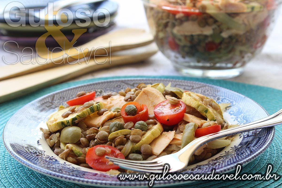 Hoje temos a Salada de Lentilha com Legumes e Salmão. Para os que ainda não a conhecem, a lentilha é uma espécie de feijão fácil de cozinhar e de simples...
