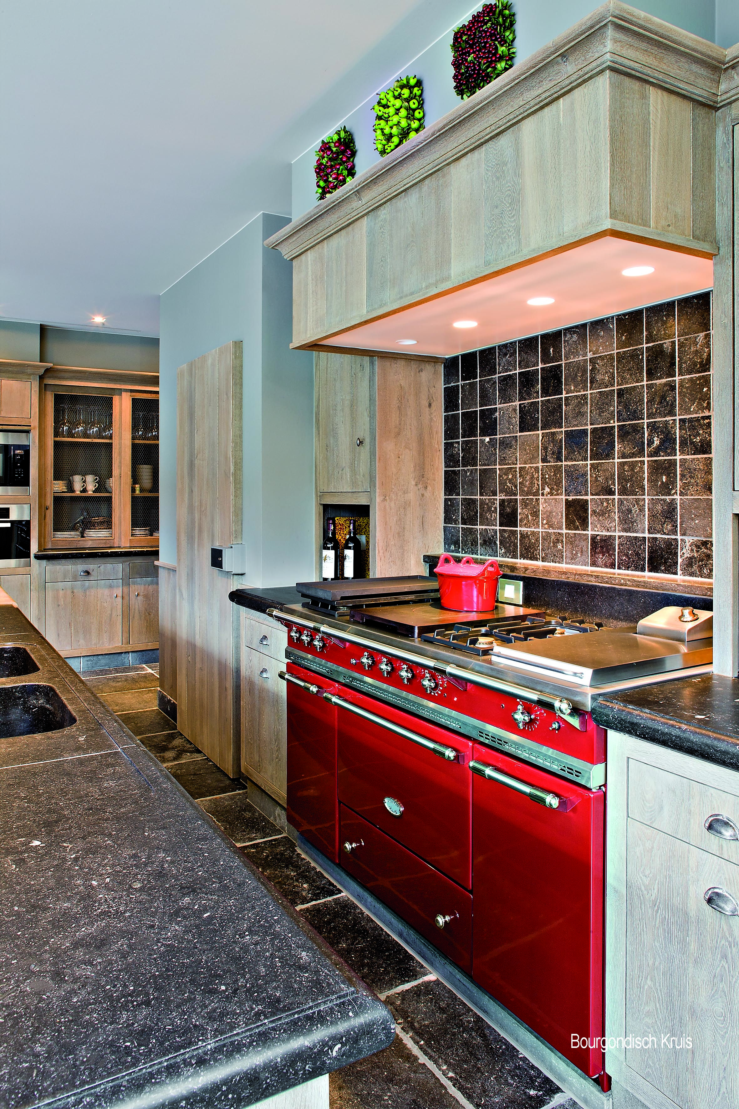 60 Lacanche Citeaux Range In Cherry Red Featuring 2 Ovens Gas And Convection Electric And A Warming Cupboard Citeaux Kitchen Remodel Kitchen Themes Home