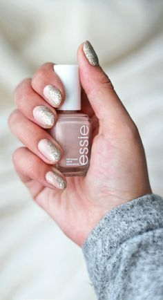 Obsessed over this gold and nude nail design! | Beauty blogger Mash Elle shares how to create an easy and affordable nail design with @Essie nail polish! Perfect for Christmas, Thanksgiving and New Years Eve parties!