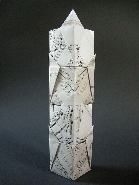 Caixas de presente por Doris Lauinger  -   Diagrama por Robin Scholz . Para obter essa variação empilhável, fazer uma pétala dobre com vincos existentes no passo 7. -  Papel A5 sheetmusic | Flickr - Compartilhamento de fotos!