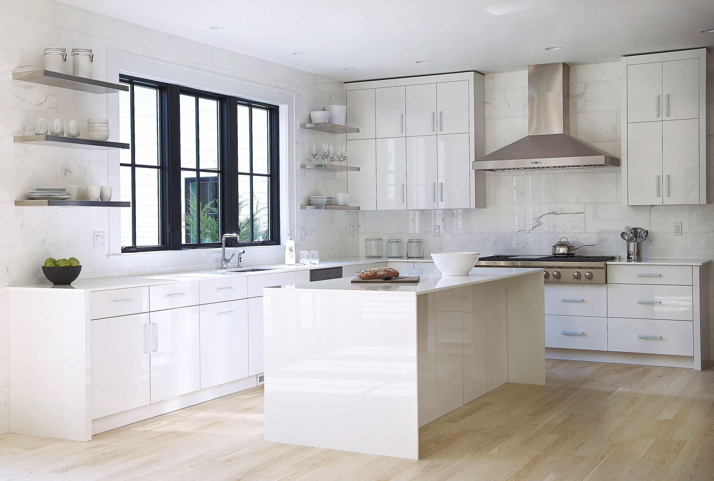Oversized marble tiles (photo White
