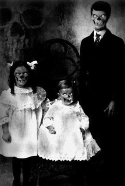 Creepy Family Portrait With Images Creepy Photos Dark Images