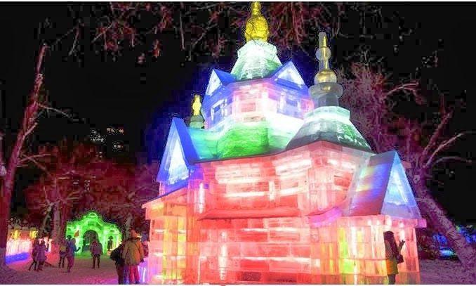 China de Harbin recibe a miles de visitantes atraídos por las estatuas gigantes, castillos y palacios que son construidos con grandes bloques de hielo