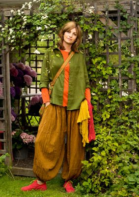 Love the colors - and the trousers!