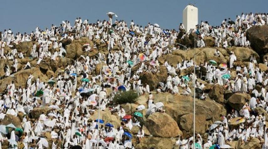 قناة الکوثر الفضائیة معلومات عن جبل عرفات العالم الاسلامي الكوثر يقع جبل عرفات خارج حدود الحرم على الطريق الواقعة بين Pilgrimage Travel Pilgrimage To Mecca