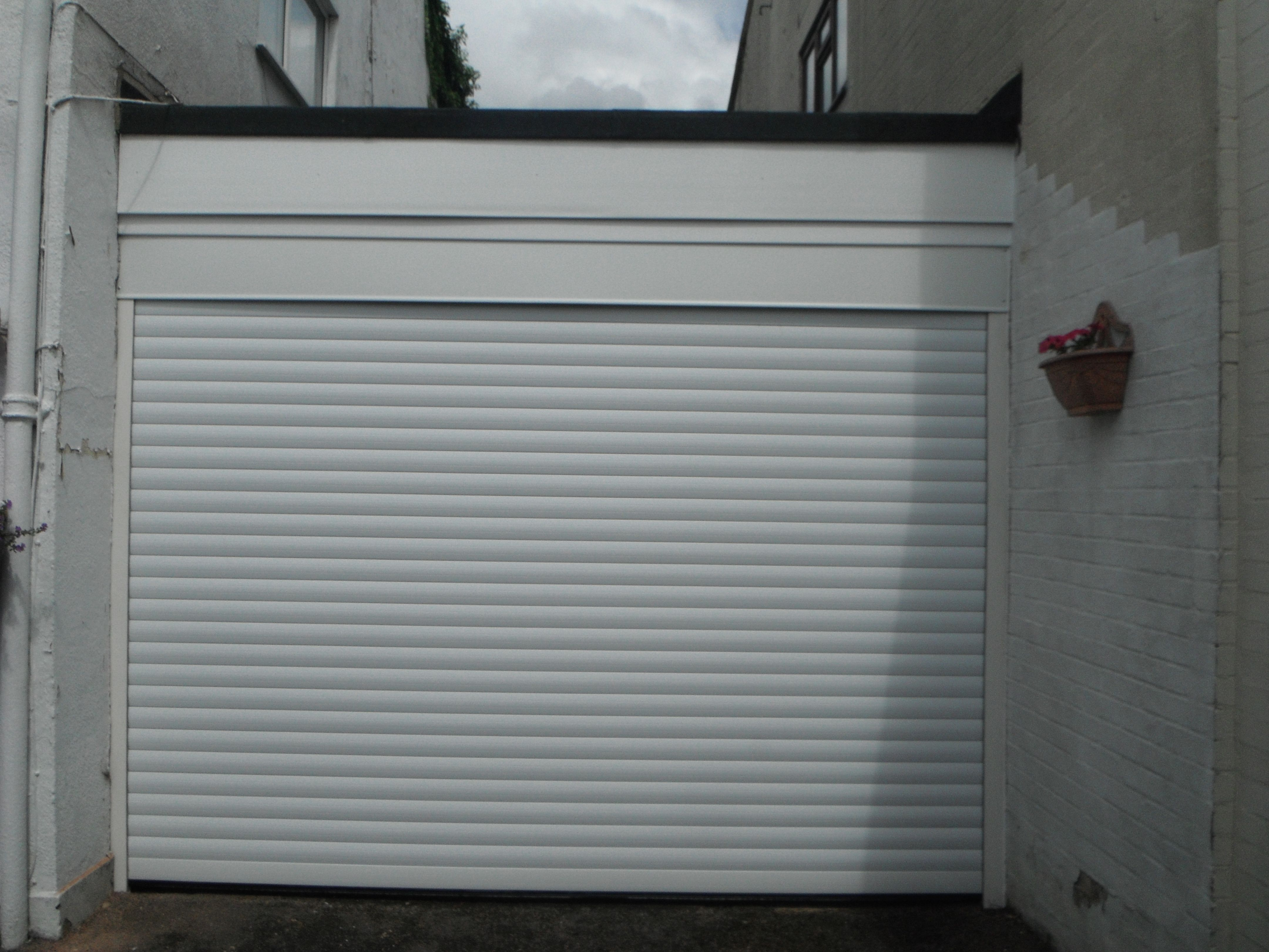 Seceuroglide insulated sectional garage door georgian cassette - Sws Seceuroglide Compact Garage Door In Fir Green This Door Has Been Developed Especially For Garages With Severely Limited Space Above The Openi U2026