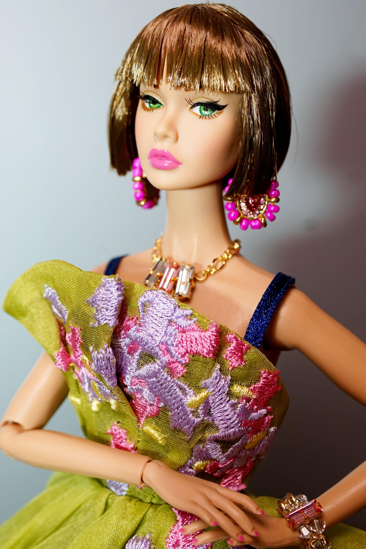 Poppy wearing a gown #PoppyParker