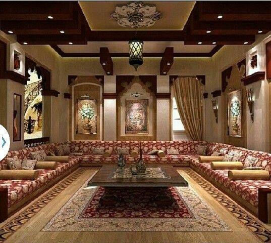 salon marocain avec un magnifique travail artisanal platre artisanale