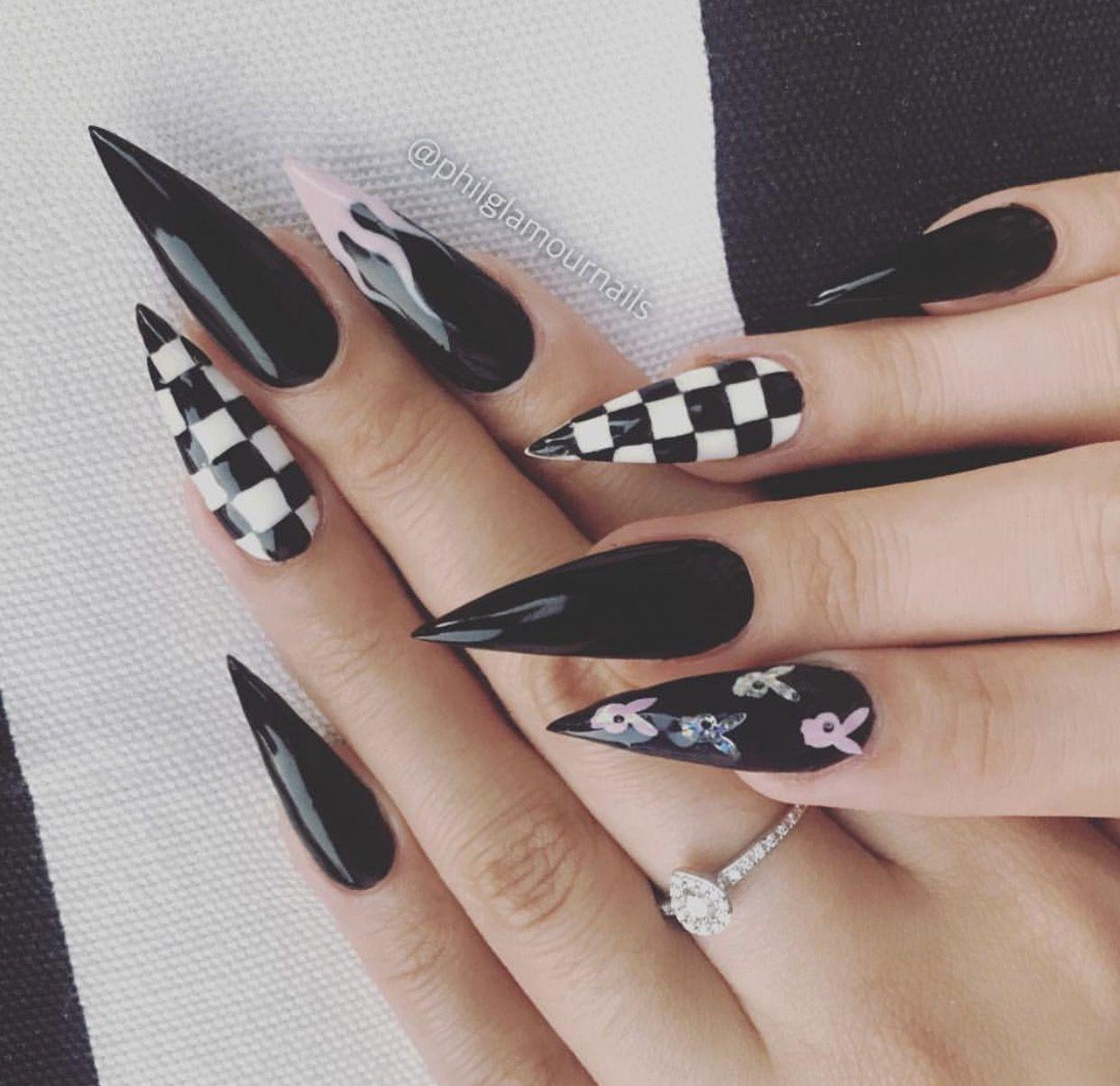 Pin By Carla Zanith On Nailed Goth Nails Edgy Nails Black Acrylic Nails