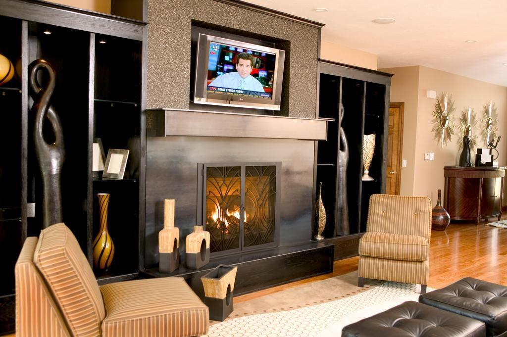 interior-ideas-incredible-modern-white-lacquer-low-white-wine - auffallige wohnzimmer einrichtung frischekick