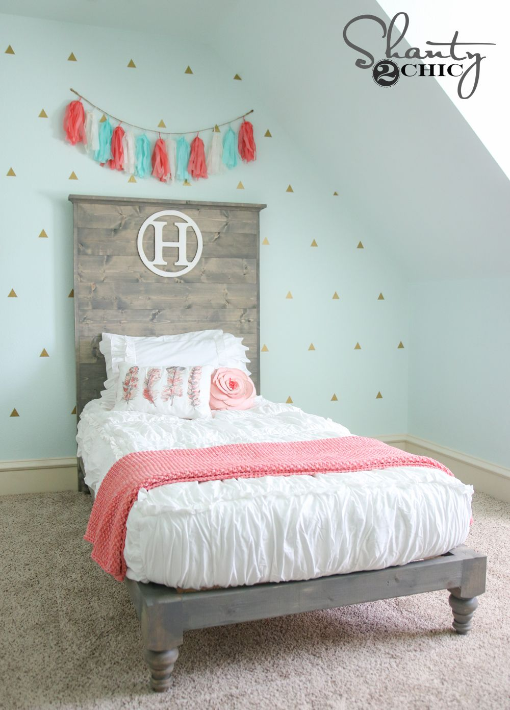 Wonderful Love The Colors, The Gold Triangle Decals, The Coral Accents And That Chic  White Bedding! Perfect Girlu0027s Room!