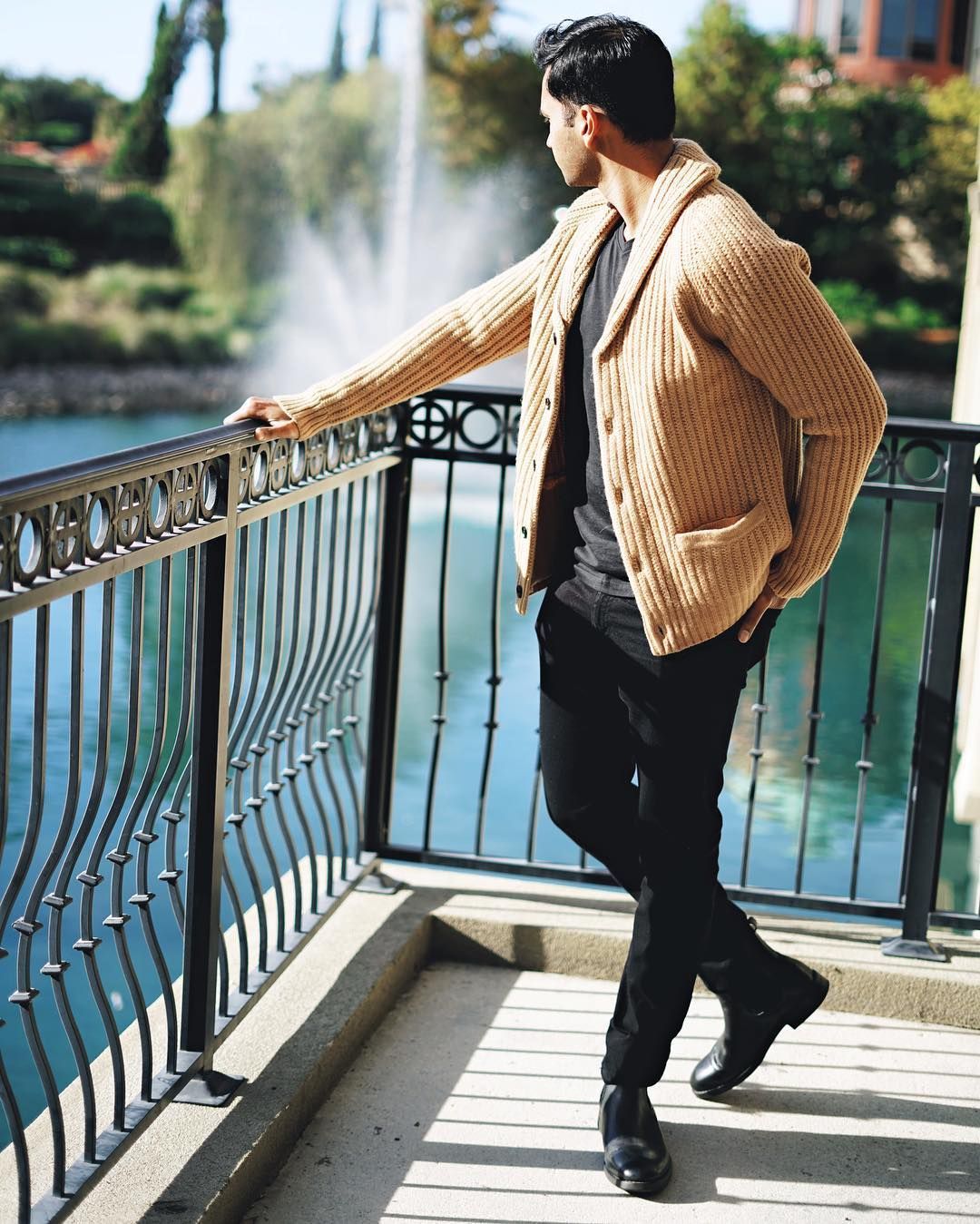 In what weather can you start wearing a coat At what temperature Woolen. Lining is a thin layer of sintepon