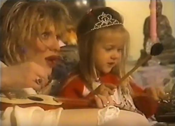 Courtney Love & Frances Bean singing Twinkle, Twinkle Little Star. 1995